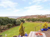 image of garden Morlais self catering holiday cottage Perranuthnoe